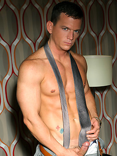 Cavin Knight Bio & Gay Porn Pics @ Sexhound