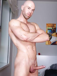 I bad med Peter Jeg fumlede med at få min stive pik fri at bukselinningen mens Peter satte.
